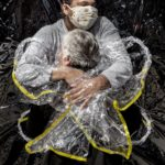 """Mads Nissen """"the first embrace"""" - Foto dell'anno World Press Photo 2021"""